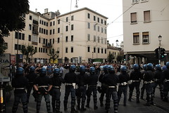 the other side (Il Naso precario) Tags: people italy nikon italia police rage protesta scream g8 padova onda studenti manifestazione rabbia cso corteo repressione centrisociali d80 nonviolentprotest studentsinaction demostrate arresti contestazioni statodipolizia