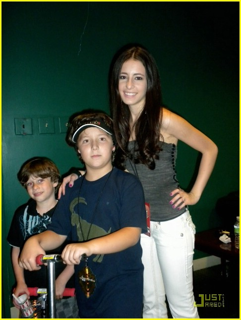 tiffany-giardina-jonas-brothers-izod-center-09