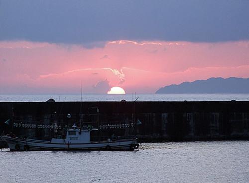 日本海に沈む夕日~夕暮れクルーズ