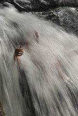 Mauricio na Cachoeira da Gurita (Z Paiva) Tags: park parque nature waterfall natureza trail footpath cachoeira ecoturismo trilha peri ecologia ecologica ecoturista