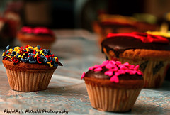 Cupcake (Abdulaziz Alkhaldi / @alkhaldislr) Tags: by digital canon eos 50mm switzerland iso200 with chocolate swiss taken patisserie ev  baked vevey f40 on khobar     redeyereduction 160s  400d   20091008 1944080300