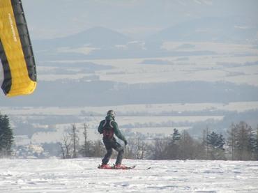 SNOWKITING – NOVÁ DIMENZE LYŽOVÁNÍ A SNOWBOARDINGU