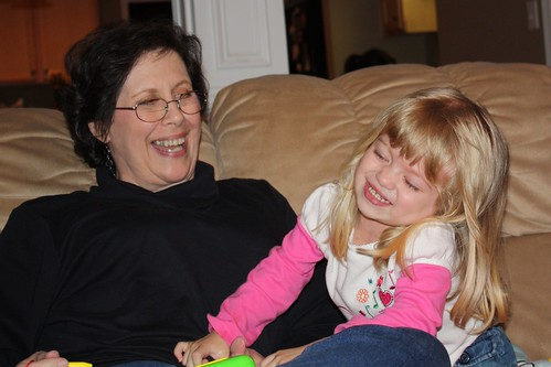 Mimi & Catie play with her new Magna Doodle