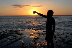Cerveza y Sol (jlml99) Tags: ocean sunset sea sun sol beach beer contraluz mar nikon pacific cerveza cheers nicaragua nikkor ocaso pacifico montenegro saludo oceano rivas 2880mm tola d80 playagigante jlml99 ericktaleno joseluismontenegro