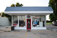 Jerry's Barber Shop, a former gas station on the old highway (john4kc) Tags: old station sign shop vintage highway gas hwy mo kansascity barber service 24 kc independence jerrys