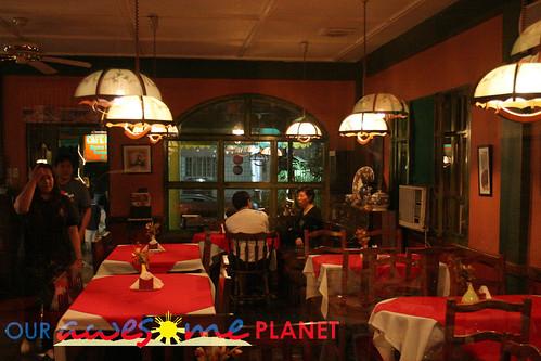 Cafe Fransais 店内
