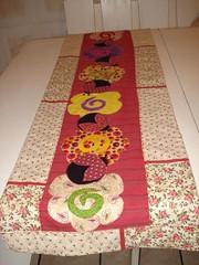 Trilho de Mesa Floral (Atelier Eu Q Fao) Tags: floral de sandra eu quilting patchwork q mesa atelier tecidos trilho fao importados