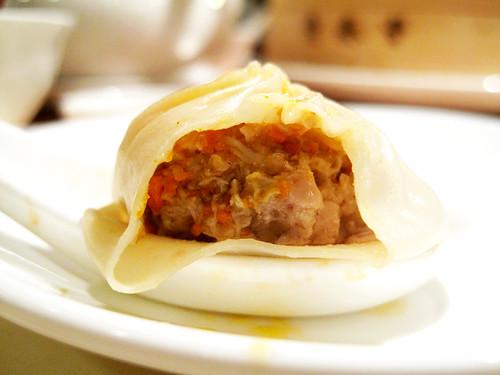 pork & crab roe buns @ din tai fung