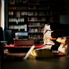 (_kuri) Tags: colour film rolleiflex kodak library newspapers scan sl66 100 heidelberg analogue 2009  planar 80mm ektar  hft