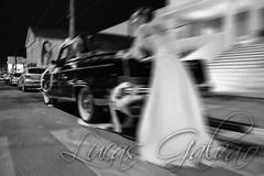 Casamento de Ricardo e Alziana (LGalvo) Tags: blackandwhite bw nikon zoom social pb evento carro noite ricardo casamento pe pretoebranco clube pernambuco aga noiva recepo garanhuns d90 puxada empurrando alziana