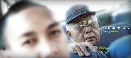 kakek di bus