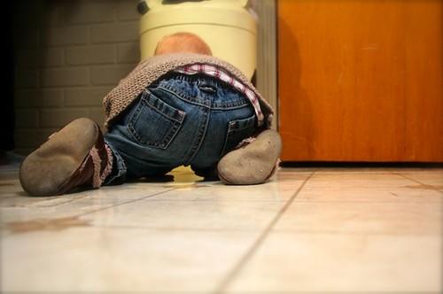 Zoey 1st Christmas - Zoey bum floor