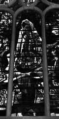 14 - Paris - Descendre le boulevard Magenta avec la nuit - Eglise Saint-Laurent, Vitrail, Notre-Dame-de-Lourdes, Détail (melina1965) Tags: îledefrance paris février february 2017 10earrondissement 75010 nikon d80 noiretblanc blackandwhite bw église églises church churches vitrail vitraux stainedglasswindow stainedglasswindows