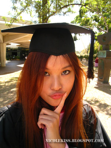pout with graduation hat