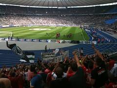 Berlin : Hannover 96  1:0 (cardanlight) Tags: berlin 10 hannover 96 kurve rote fanzug