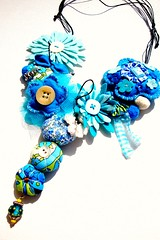 Do cu e do mar (Gata Valquria) Tags: flores azul mar necklace crochet felt cu vero feltro collar colar fios colares necklaces feltros gatavalquiria