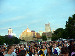 Crowd of Steelers Fans at Point State Park (catsanat) Tags: gosteelers blackeyedpeas nflkickoff