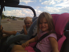 Riding in uncle brandons jeep! (fgressa) Tags: pink blue girls rock roundabout gray booster graco britax highback grayco