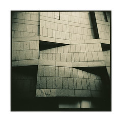 01222 (Hr. Thomas) Tags: bw 6x6 film sepia architecture analog mediumformat square store holga iron fuji squares toycamera warehouse departmentstore squareformat architektur sw analogue fassade acros toner vario mt3 cfn mittelformat schwarzweis sulphide moersch mt7 acade moerschmzb blautoner schwefeltoner