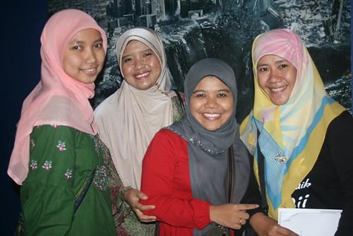 Mbak Asma Nadia - Penulis Cerpen Emak Ingin Naik Haji