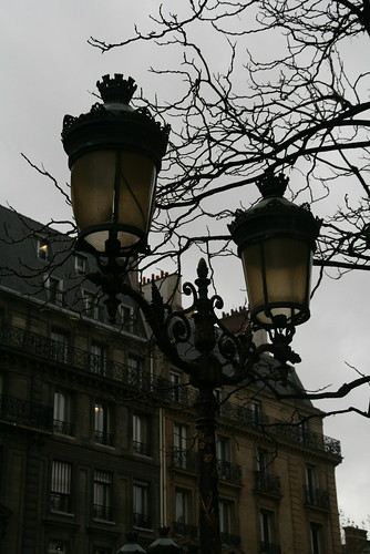 2009-11-23-PARIS-street-lamp