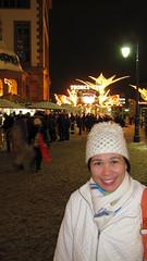 Wiesbaden 2009 - Weihnachtsmarkt (let) Tags: christmas xmas woman smile female germany weihnachten deutschland pretty wiesbaden advent hessen charm weihnachtsmarkt sternschnuppenmarkt hesse