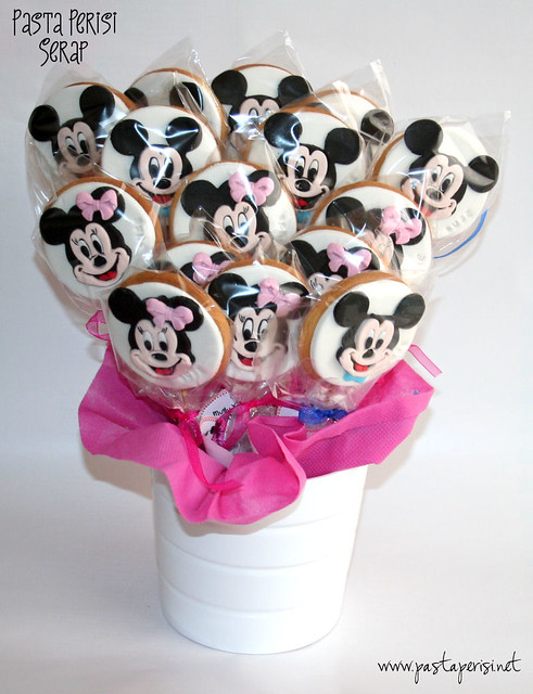 Minnie mouse- mickey mouse cookie