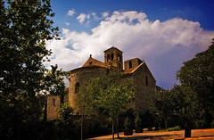 Sant Benet de Bages (Luciti) Tags: espaa happy leaf chains spain eyes day o group before icon dia catalonia que e be catalunya feliz albero without spartacus antes catalua ends seja acabe kadraj santbenetdebages itsnotaboutyou laformadellenuvole vicussp