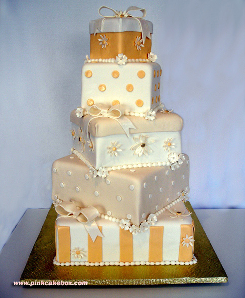 06_Gift_Box_Wedding_Cake_by_pinkcakebox
