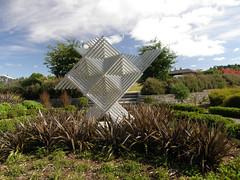 2008-01-27-Stoneleigh-2007-07-05-Manulele (Running Bird) (russellstreet) Tags: newzealand sculpture auckland nzl manukau filipetohi aucklandbotanicalgardens sculpturesinthegarden2007 stoneleighsculpturesinthegarden2007 manulelerunningbird