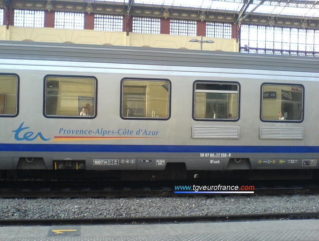 Marquages d'une voiture-pilote Corail B5uxh SNCF modernisée à l'EIMM de Romilly-sur-Seine et aux ateliers d'Alstom à Reichshoffen