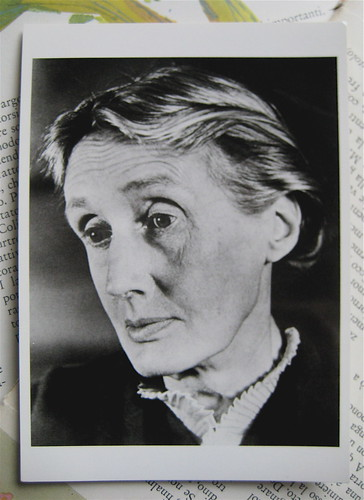 Virginia Woolf, London, 1939, Photograph by Gisèle Freund; ©Gisèle Freund; ©Fotofolio, Box 661 Canal Sta., NY, NY 10013: cartolina postale