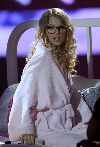 Taylor Swift wearing glasses