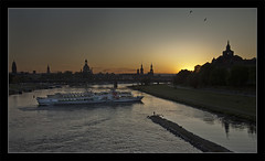Transverse (David Pinzer) Tags: city sunset silhouette river germany evening abend dresden boat ship sonnenuntergang view dusk altstadt schiff elbe flus manver gettygermanyq3