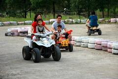 20091108_9716 (Yiwen103) Tags: 內灣 露營 尖石 卡丁車 櫻花谷 碰碰船 踏踏球