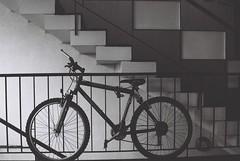 de lo que fue un día mi hogar (MoyraKatse!) Tags: chile santiago blancoynegro film bike blackwhite fuji bici neopan analogue expired departamento depto escalas providencia rollo pasillos vencido analogo 400asas olympusom2000 graciasporelpréstamoalvaro