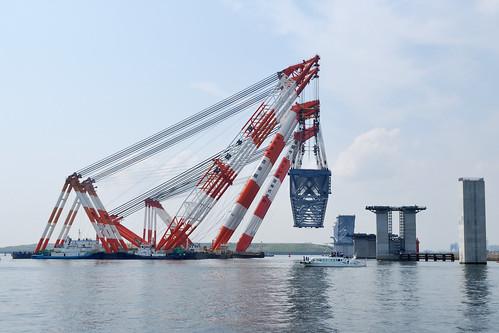 Largest Japanese crane Kaisho