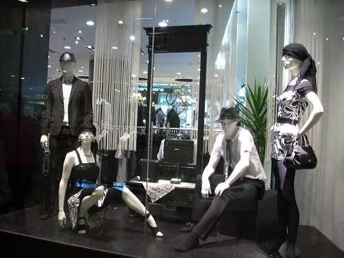 DSCN2494 Mannequins with Black and White Window Display