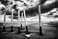 (Effe.Effe) Tags: sea bw beach monochrome clouds bn ripples pillars bwdreams