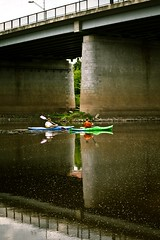 (thombe77) Tags: bridge reflection water canon river germany deutschland boot eos boat wasser paddle canoe magdeburg brücke fluss kanu reflexion spiegelung elbe paddel paddeln 400d