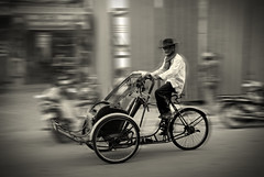 Cambodian Taxi (Xavier Cloitre) Tags: old people bw white man black men blanco photography photo movement nikon asia cambodge cambodia flickr noir cambodian photographie y action taxi south negro nb bn southern asie d200 persons fotografia et blanc hombre cyclo sud homme mouvement penh phon asiatic asiatique cambodgien xaviercloitre