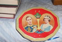 tin box (lefroggy) Tags: vintage antique souvenir 1939 tincan majesties