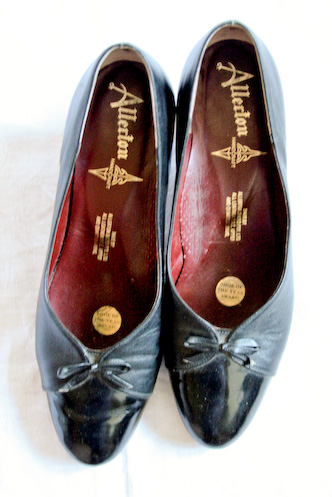 VINTAGE 80s black pumps heels PATENT bow brogues 8.5 - 10