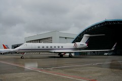 The recession is FINALLY over | Gulfstream 550 (Mark D. Martin India) Tags: vijay india martin bell d mark air jet indigo 8 systems cargo dash kingfisher 1900 airbus 650 ng boeing 300 airways mumbai airlines beechcraft kolkata 72 42 747 oberoi global paramount 737 piaggio a320 supply alliance gulfstream airindia 550 mukesh atr mallya reliance ambani avanti spicejet indianairlines p180 gmg nacil mdlr