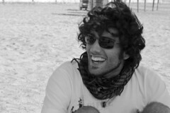Jose (IrisCogolludo) Tags: boy beach smile laughing happy happiness playa sonrisa felicidad chico feliz rie riendo jiuck