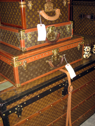 round top louis vuitton trunks