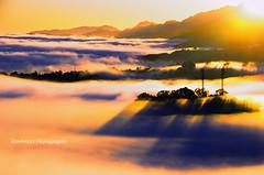 Niebla (Rawlways) Tags: light sun mist fog sunrise spain nikon ray asturias amanecer niebla d300 piloa rawlways