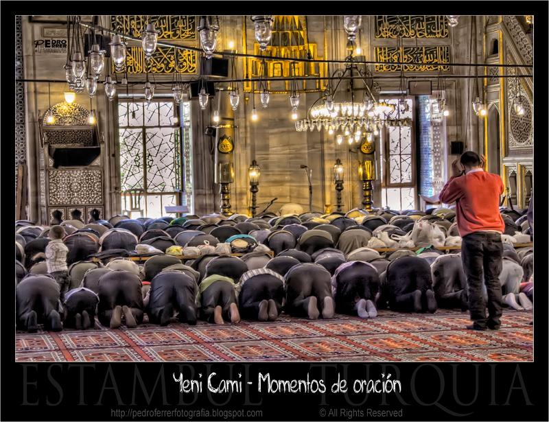 Mezquita nueva - postrados hacia la Meca