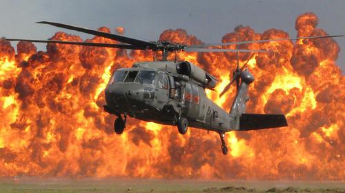 フリー写真素材, 乗り物, 航空機, ヘリコプター, UH- ブラックホーク, 爆発,