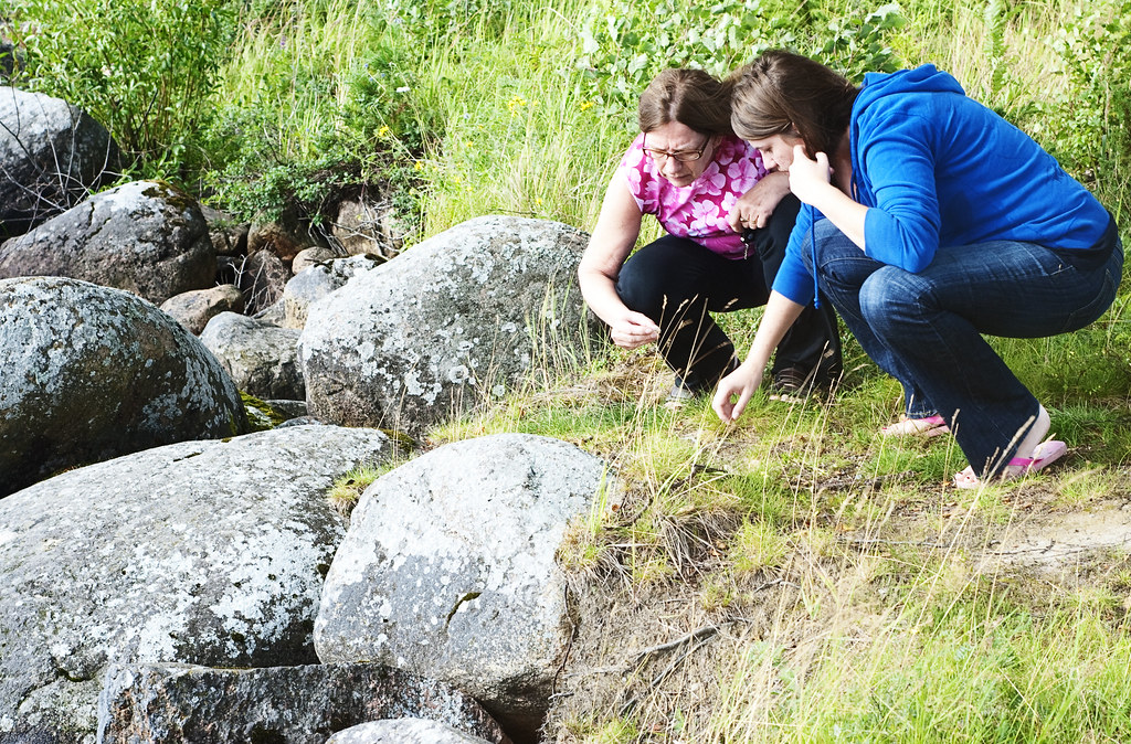 dordie and theresia picking rocks